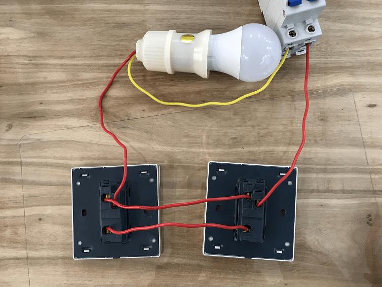 Схема и правила подключения двух выключателей для управления одной лампочкой