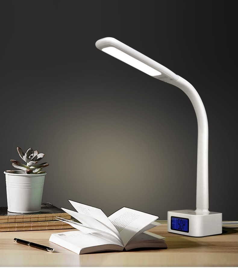 Как выбрать настольную лампу для первоклассника: какой должен быть светильник на письменный стол школьника