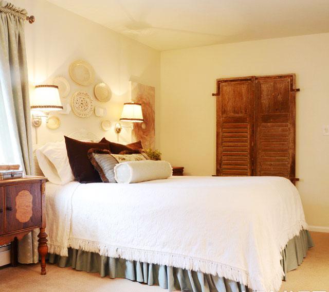 На какой высоте вешать бра над кроватью в спальне, на диваном в гостиной и в других местах квартиры или дома