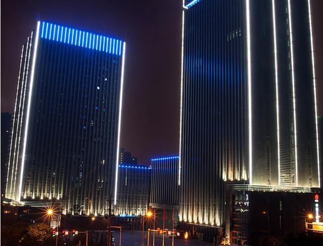 Виды, задачи и требования к контурной подсветке зданий