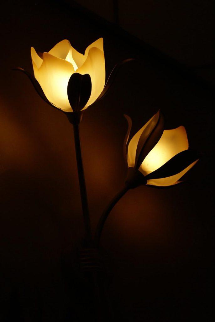 Рукотворное чудо: делаем цветок-торшер из изолона своими руками